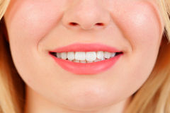 Sorriso bonito com teeths brancos Fotografia de Stock