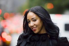 Sorriso bonito da mulher preta fotografia de stock royalty free