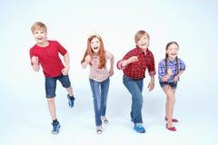 Sorriso brilhantemente vestido das crianças Fotos de Stock Royalty Free