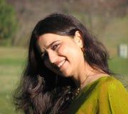 Sorriso casado indiano novo bonito da mulher Fotos de Stock