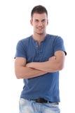 Sorriso cruzado do homem braços eretos consideráveis Imagem de Stock Royalty Free