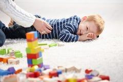 Sorriso da criança agradado pela mãe Imagens de Stock Royalty Free