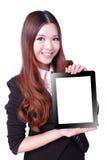 Sorriso da mulher de negócio e mostrar o PC da tabuleta fotos de stock royalty free