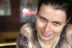 Sorriso da mulher disapprobatory imagem de stock