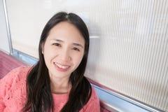 Sorriso da mulher felizmente Imagem de Stock
