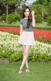 Sorriso da mulher no verão exterior Imagem de Stock