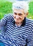 Sorriso de um homem idoso sênior imagem de stock royalty free