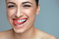 Sorriso della donna denti che imbiancano Cura dentale fotografia stock