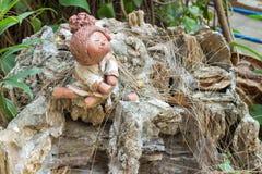 Sorriso della ragazza della bambola dell'argilla Immagine Stock