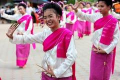 Sorriso della ragazza di dancing tailandese Immagine Stock Libera da Diritti