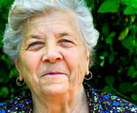 Sorriso di un'anziana Fotografie Stock Libere da Diritti