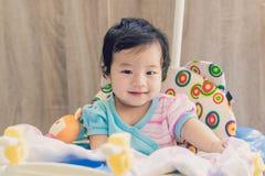 Sorriso do bebê de Ásia e tão feliz foto de stock