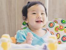Sorriso do bebê de Ásia e tão feliz fotos de stock
