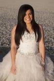 Sorriso do fim do gelo do vestido formal da mulher Fotos de Stock