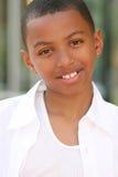 Sorriso do menino do adolescente do americano africano Fotografia de Stock