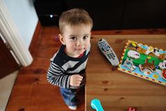 Sorriso do rapaz pequeno imagem de stock