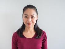 Sorriso e donna di fiducia fotografia stock