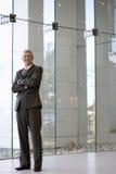 Sorriso e homem de negócios confiável fotografia de stock royalty free