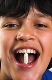 Sorriso e pillola Fotografia Stock Libera da Diritti