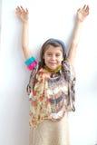 Sorriso elegante da moça do cabelo de Brown foto de stock royalty free