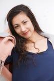 Sorriso exterior da mulher asiática à câmera Fotografia de Stock