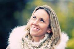 Sorriso feliz da mulher nova foto de stock royalty free