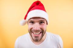 Sorriso feliz de Santa do homem no fundo alaranjado Fotografia de Stock Royalty Free
