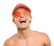 Sorriso feliz do homem novo isolado no fundo branco fotos de stock royalty free
