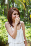 Sorriso feliz, mulher do riso com atitude positiva Imagem de Stock