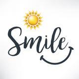 Sorriso Frase di calligrafia con il sorriso disegnato a mano ed il sole Immagine Stock