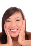 Sorriso grande da menina asiática adolescente apertada do retrato Fotos de Stock
