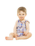 Sorriso hapy do bebê do rapaz pequeno, criança que senta-se sobre o iso Imagem de Stock Royalty Free