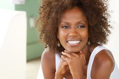 Sorriso maduro bonito da mulher Fotos de Stock