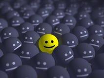 Sorriso no meio da multidão cinzenta