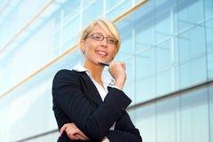 Sorriso novo da mulher de negócios Fotografia de Stock
