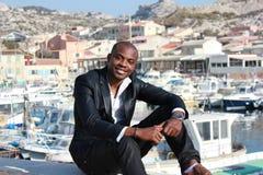 Sorriso novo do homem negro, ao ar livre Imagem de Stock