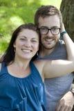 Sorriso novo dos pares fotografia de stock