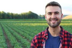Sorriso orgulhoso e satisfeito da posição considerável do fazendeiro Fotografia de Stock