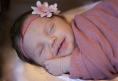 Sorriso recém-nascido do bebé Imagem de Stock