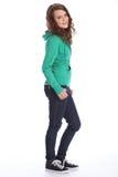 Sorriso sveglio dalla ragazza del banco dell'adolescente in hoodie Fotografia Stock Libera da Diritti