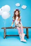 Sorriso sveglio della bambina del vestito da modo dei bambini dei bambini Fotografia Stock