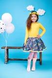 Sorriso sveglio della bambina del vestito da modo dei bambini dei bambini Immagine Stock