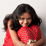 Sorriso timido di bella ragazza indiana Fotografia Stock Libera da Diritti