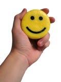Sorriso in una priorità bassa di bianco di consegna Fotografia Stock Libera da Diritti