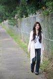 Sorrisos asiáticos novos da mulher Imagem de Stock Royalty Free