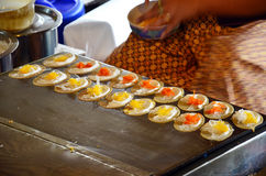 Sort av thailändsk sweetmeat Khanom Buang Royaltyfria Foton