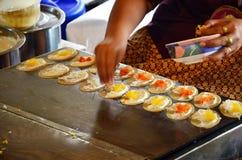 Sort av thailändsk sweetmeat Khanom Buang Fotografering för Bildbyråer