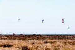Sort de parachutes pour Kitebording Images stock