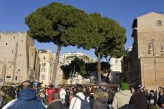 Sort de personnes extérieures à Rome Images libres de droits