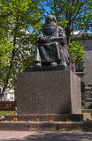 Sortavala,卡累利阿共和国,俄罗斯- 2017年6月12日:纪念碑陪替氏Shemeikka,卡累利阿人的古代北欧文字的歌手和讲故事者 免版税库存照片